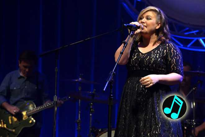 Kelly-Clarkson,-2014-ACM-Honors