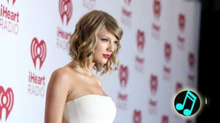 Taylor-Swift,-iHeartRadio-Festival-Red-Carpet-2014