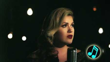 Kelly-Clarkson---Wrapped-In-Red-Music-Video-Header