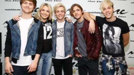 r5 new song makes you smile fe
