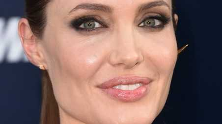 Angelina Jolie Has Ovaries Removed Cancer Scare