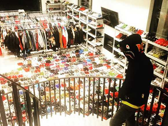nick cannon beats chris brown in shoe hoarding contest popdust. Black Bedroom Furniture Sets. Home Design Ideas