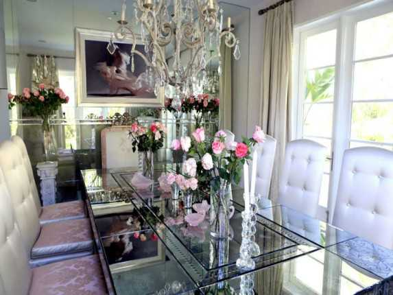 House tour tuesday lisa vanderpump 39 s absolutely fabulous for Villa rose riyadh interior design