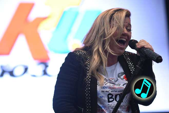 Kelly-Clarkson-returns-to-American-Idol-to-perform-Piece-by-Piece,-Header